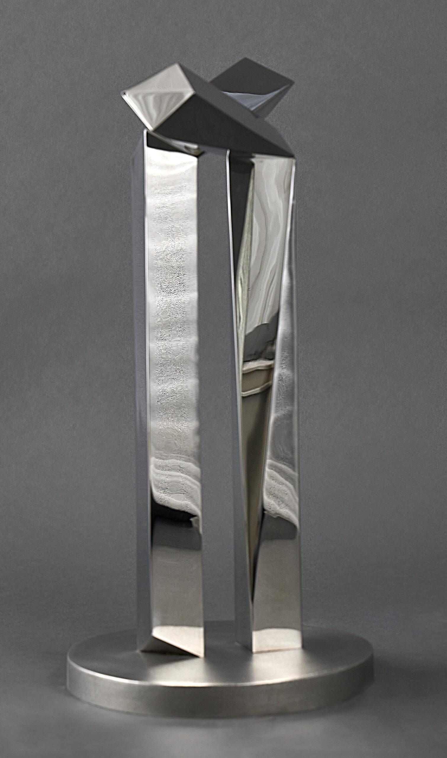 Lote 028 – Escultura em aço