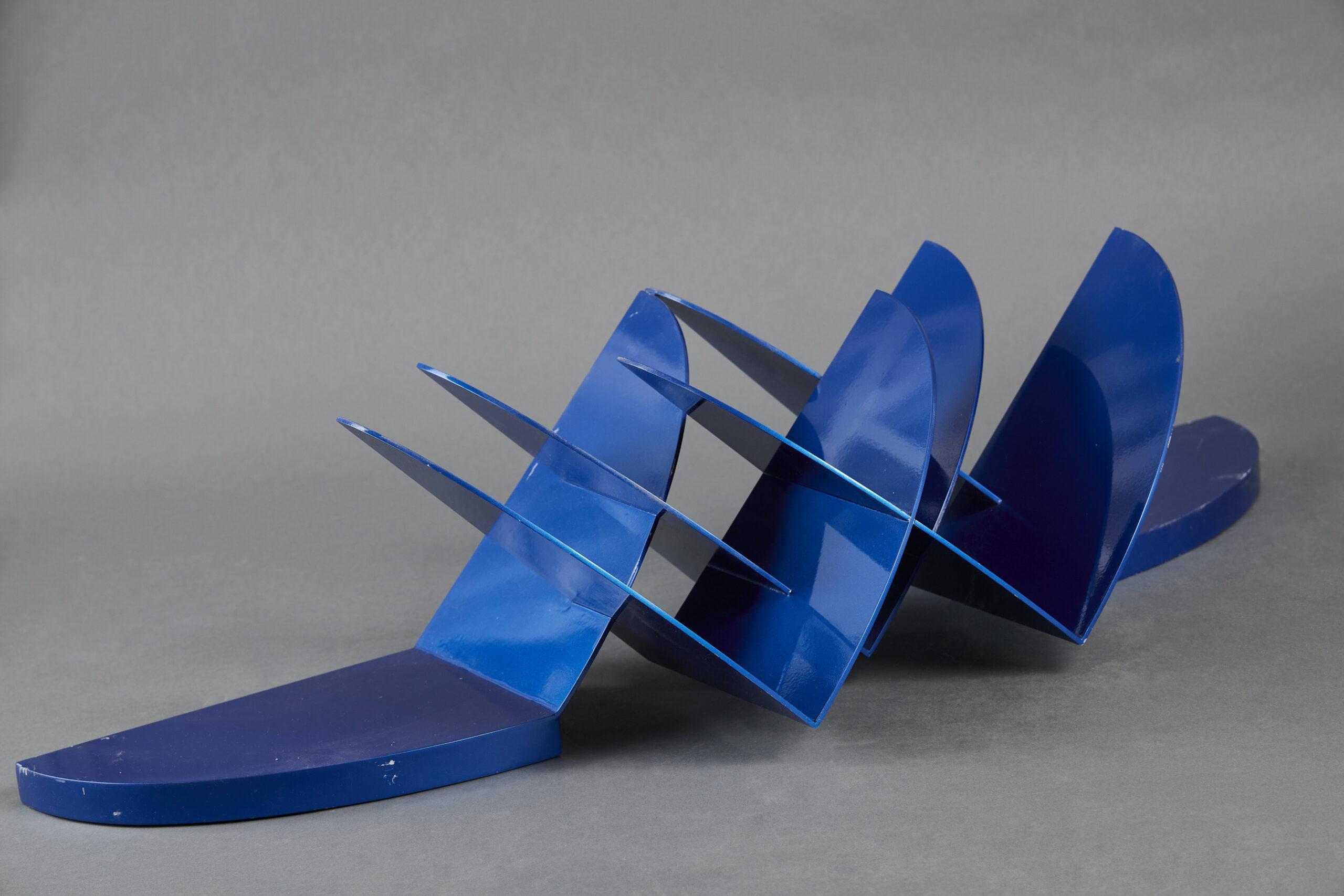 """Lote 039 – Escultura de acrílico """"Vuelo pleno"""""""