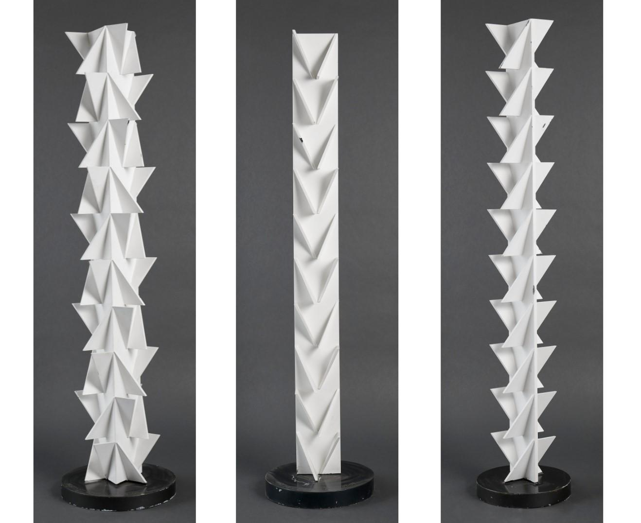 Lote 038 – 3 esculturas de aço e esmalte branco